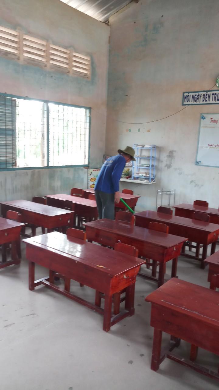 Vệ sinh trường lớp phòng dịch COVID 19